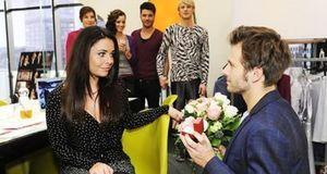 Anna Und Die Liebe - Staffel 4 Episode 900: Anträge Und Angebote