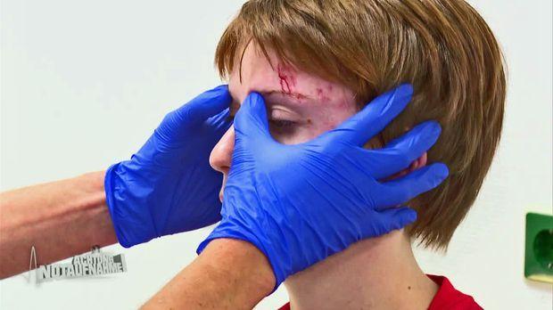 Achtung Notaufnahme! - Heikle Kopfverletzung Nach Fußball-unfall